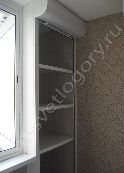 Шкаф из рольставен на балкон.